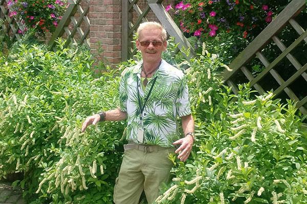 Staffer in gardens