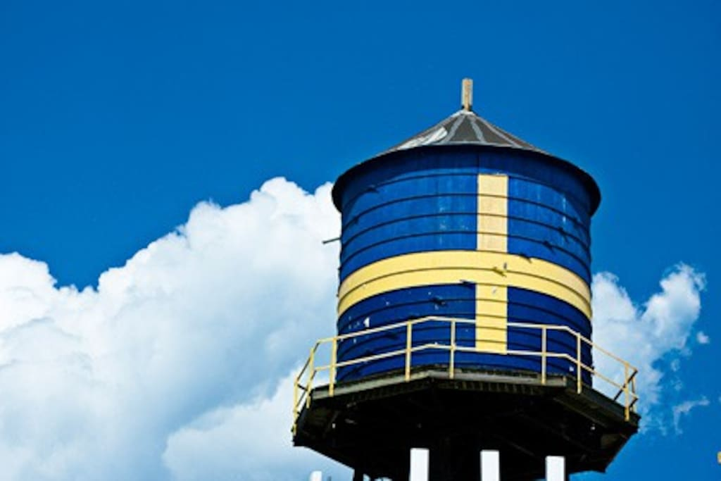 water tower with Swedish Flag painted on it in Andersonville, Chicago